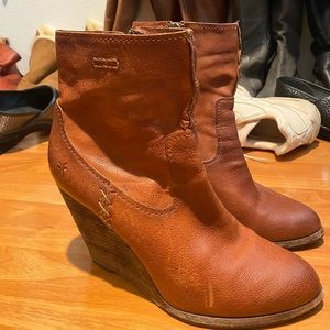 Size 11 in woman's frye heeled boots